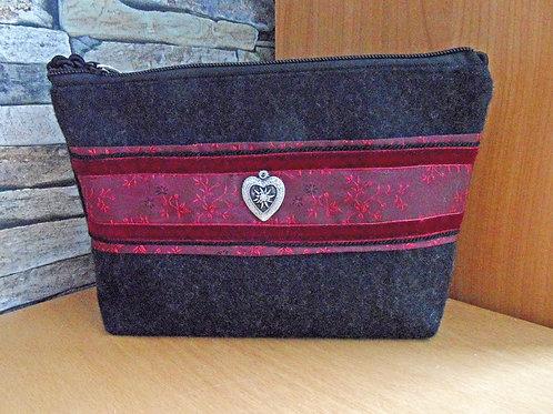 Kordel-Tasche anthrazit mit Trachten-Seide und Metall-Herz