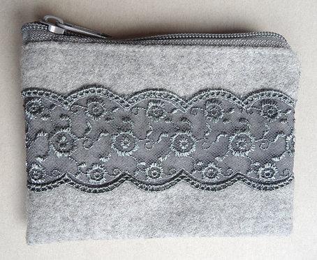 Geldbörse weißgrau mit Spitze in grau