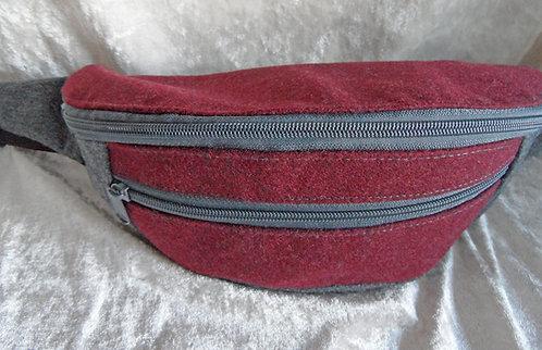 Gurt-/Bauch-Tasche weinrot-hellgrau, Gurt und Zipper hellgrau
