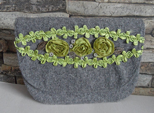Dirndl- oder Gürtel-Tasche grau, mit Klappe , Rosenborte Apfel-grün