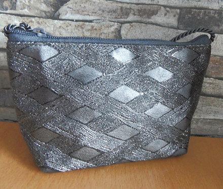 Unikat: Kordel-Tasche aus Textilem Effekt-Leder