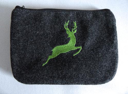 """Dirndl- oder Gürtel-Tasche mit Stickerei """"Hirsch springend"""""""