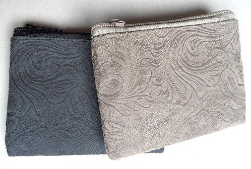 Geldbörse beige oder grau, mit Präge-Muster