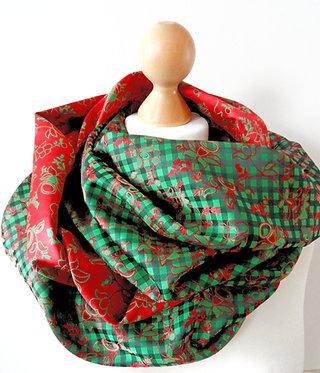 Loop-Schal Karo und Blüten grün-rot