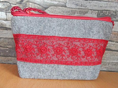 Kordel-Tasche mit Spitze, bestickt