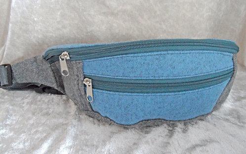 Gurt-/Bauch-Tasche hellblau-hellgrau, Gurt und Zipper hellgrau