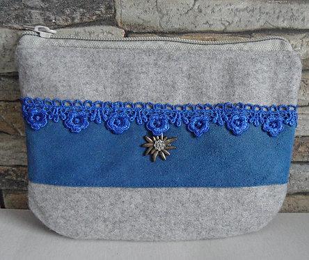 Dirndl- oder Gürtel-Tascherl weißgrau, mit blauem Echt-Leder und Edelweiß