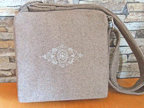 Riemen-Tasche mit Stickerei Spitz-Raute