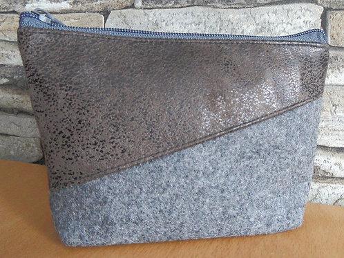 Utensilien-Tasche  mit Textil-Leder braun, diagonal