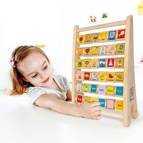 Փայտե պատկերներով զարգացնող խաղալիք ձողերի վրա