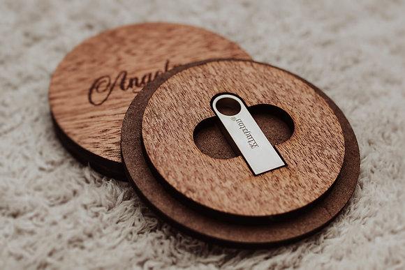 Caja de madera redonda + Memoria usb de 16gb