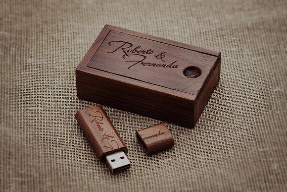 Caja de madera + Memoria usb de 16gb
