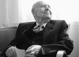 Portret fara varsta - prof. Mihai Ciobotaru