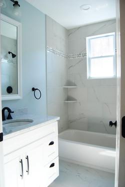 15 - Hallway Bath