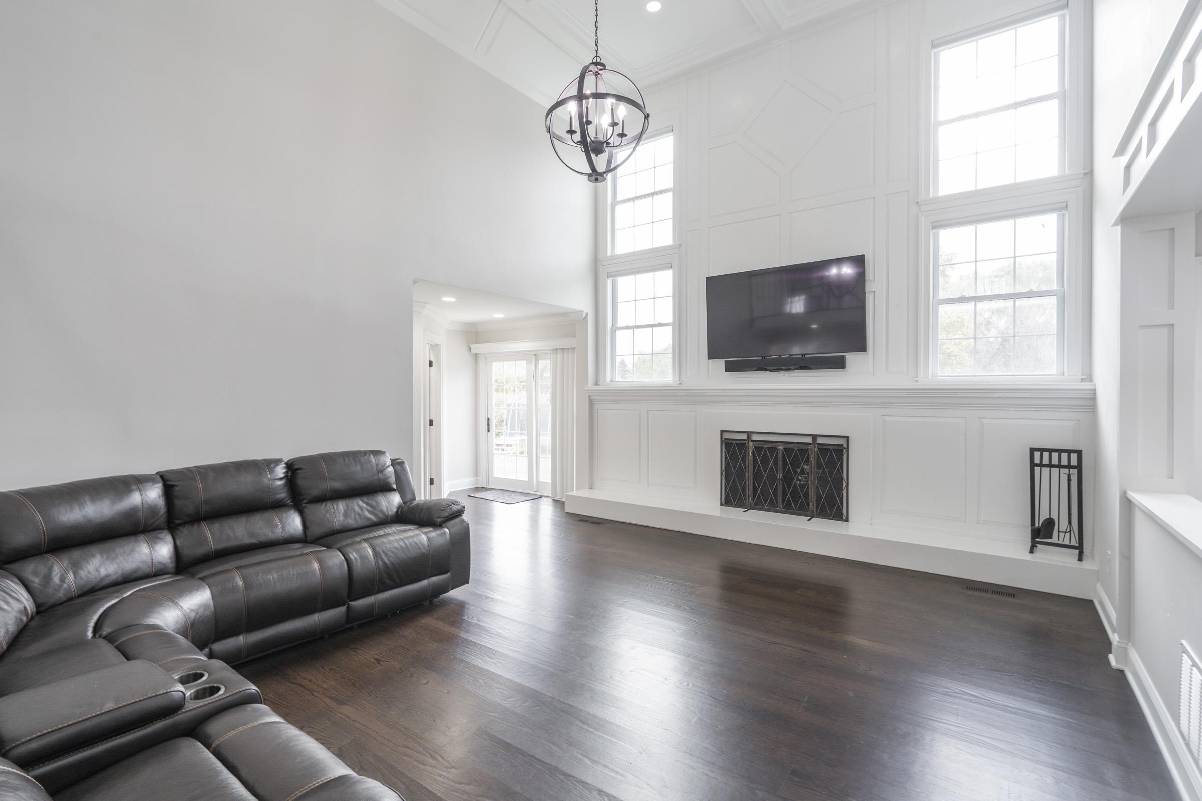 Family Room - Moldings