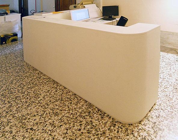 Inarredosrl realizzazioni per uffici for Bancone reception ufficio