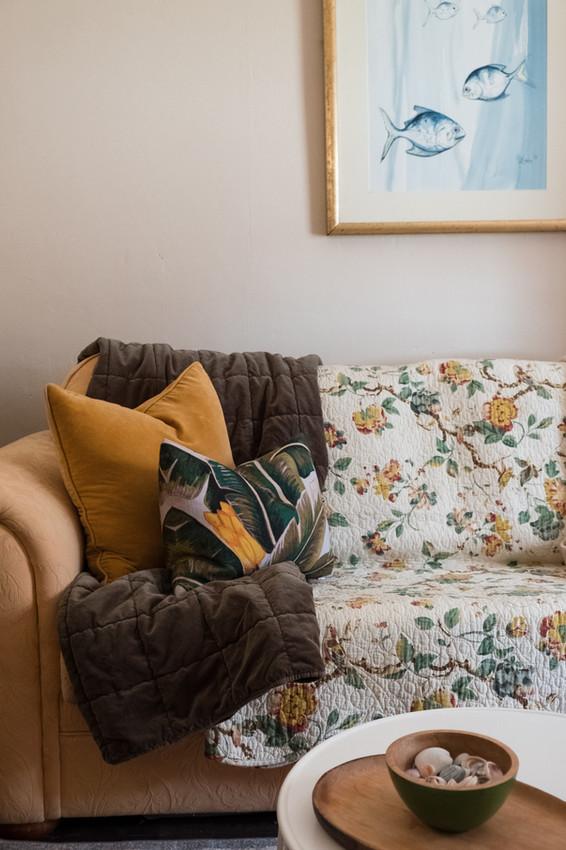 queen-suite-lounge-sofajpg