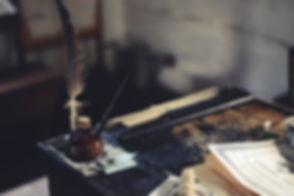 desk-1869579_1920.jpg