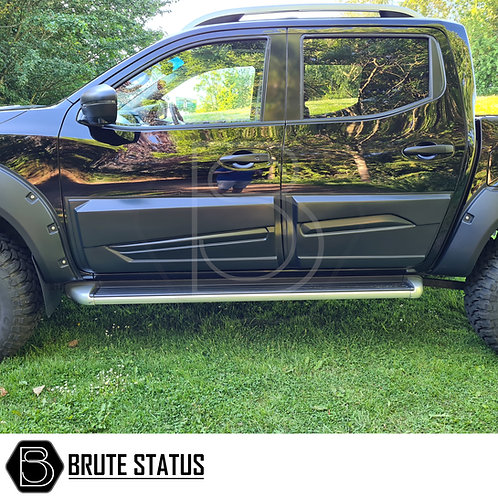 Nissan Navara NP300 2015+ Body Cladding (Protection) in matt black finish