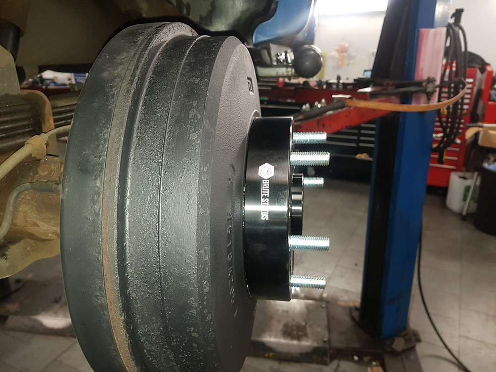 Brute Status 35mm hubcentric wheel spacers fitted to L200 brake drum