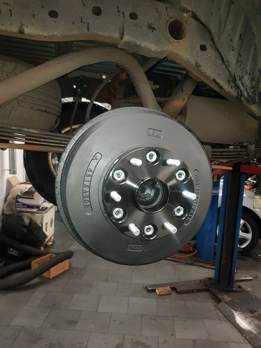 Brute Status 35mm hub centric wheel spacers fitted to L200 brake drum