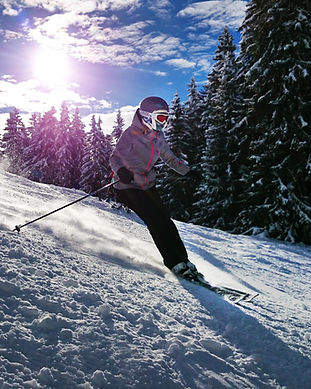 skiing-1723857_edited.jpg