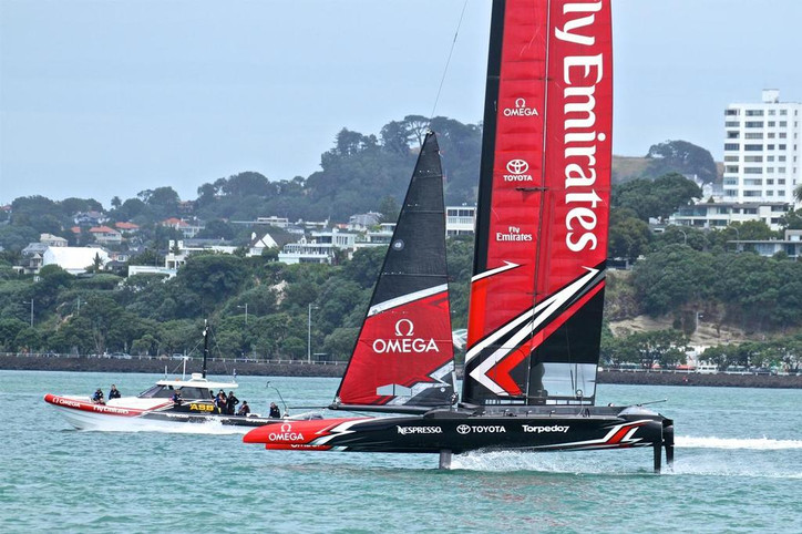 America's Cup organizers weigh in with repair advice for Team NZ