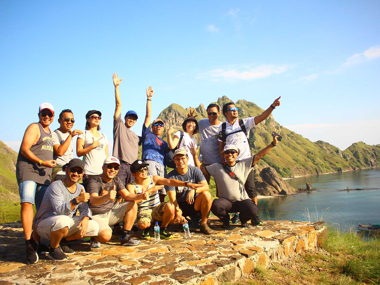 trip-team building-labuan bajo-sunset-ev