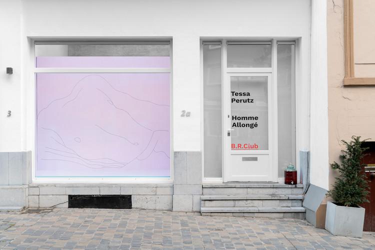 Tessa Perutz, Homme Allonge, 2020