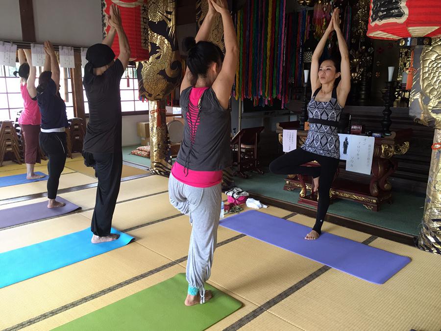 Happy yogaの画像