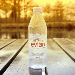 Evian s'excuse après avoir incité à boire 1L d'eau