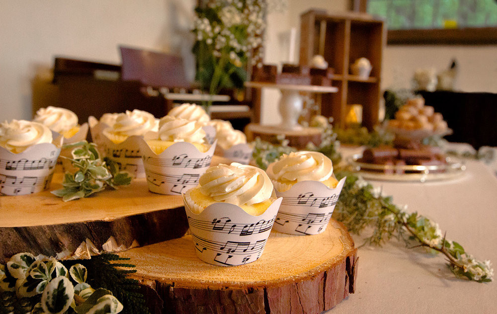 2+cupcakes.jpg