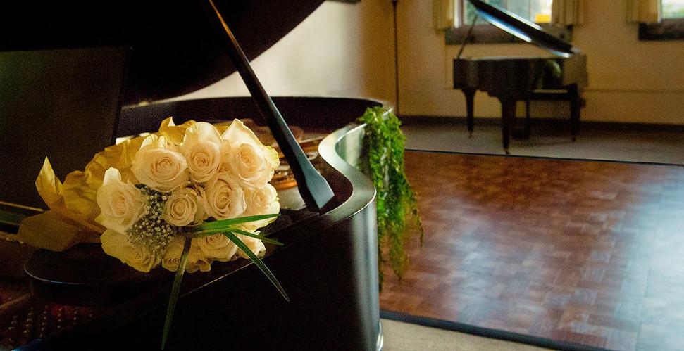 10-pianos.jpg