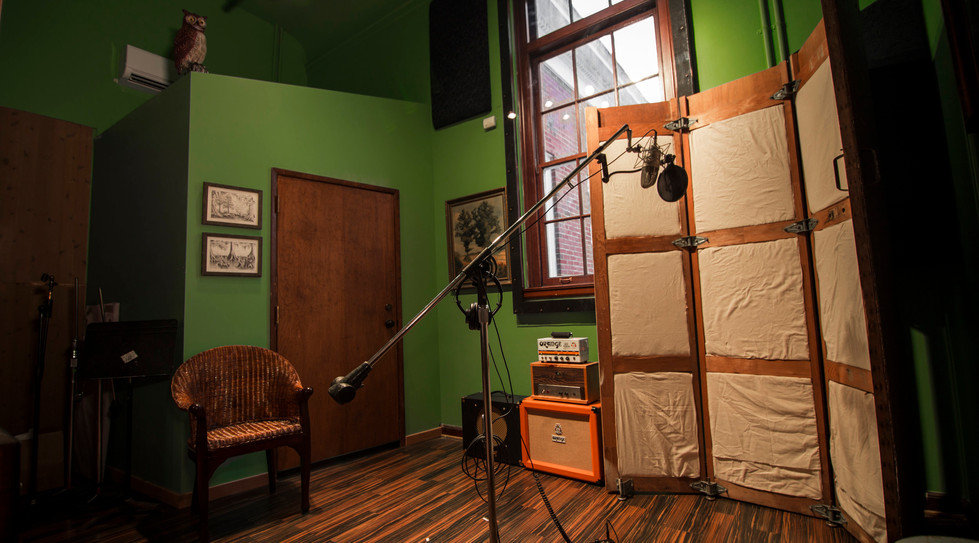 the-hallowed-halls-studio-b-2.jpeg
