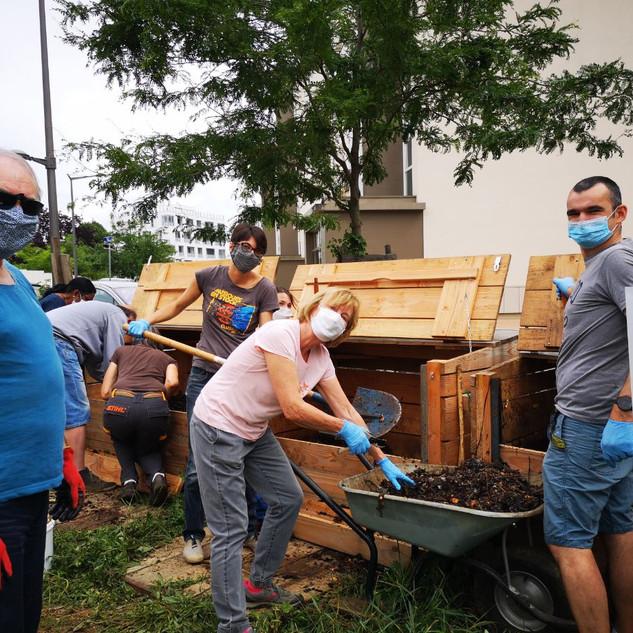 Retournement du compost sept. 2020 1.JPG