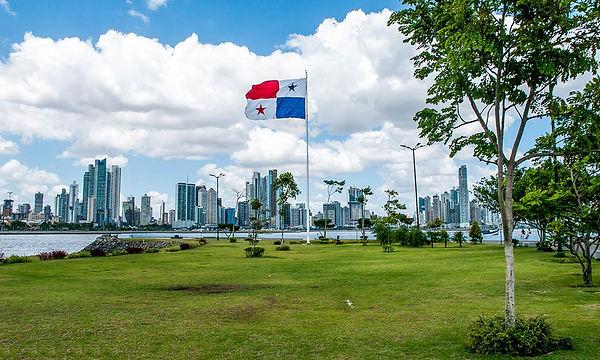 Panama-City-skyline-with-flag.jpg