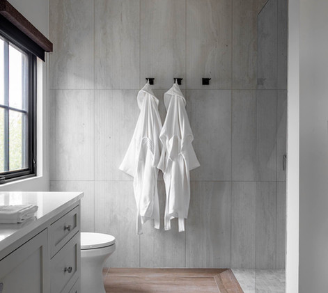 Contemporary farmhouse Guest Bath