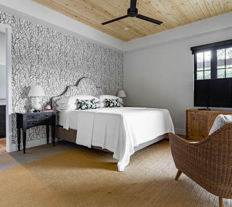 Contemporary farmhouse Guestroom