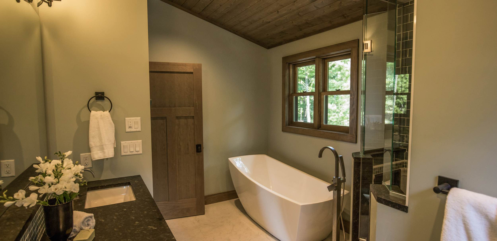 Contemporary lake home Master Bathroom