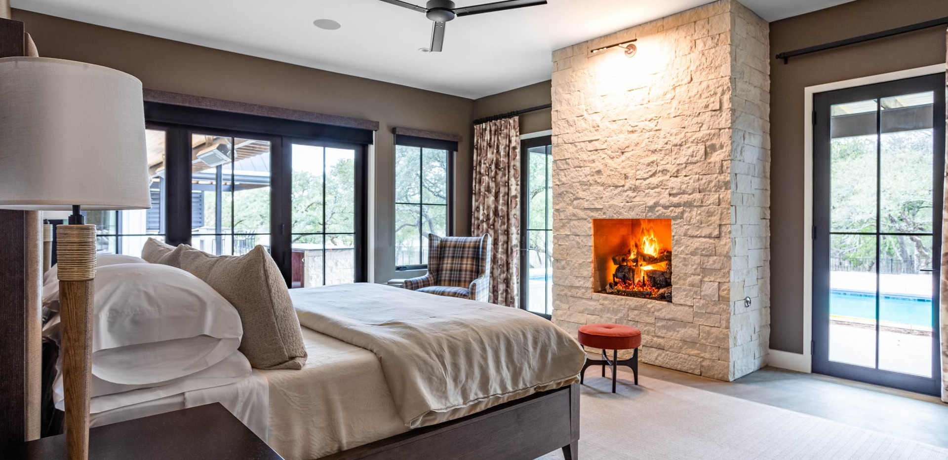 Contemporar farmhouse Master Suite
