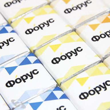 Пятиграммовая плитка темного шоколада с логотипом. Популярный мини-формат, эффектная упаковка с полноцветной печатью - идеальное решение для выставки, промо-стойки, зоны ресепшн