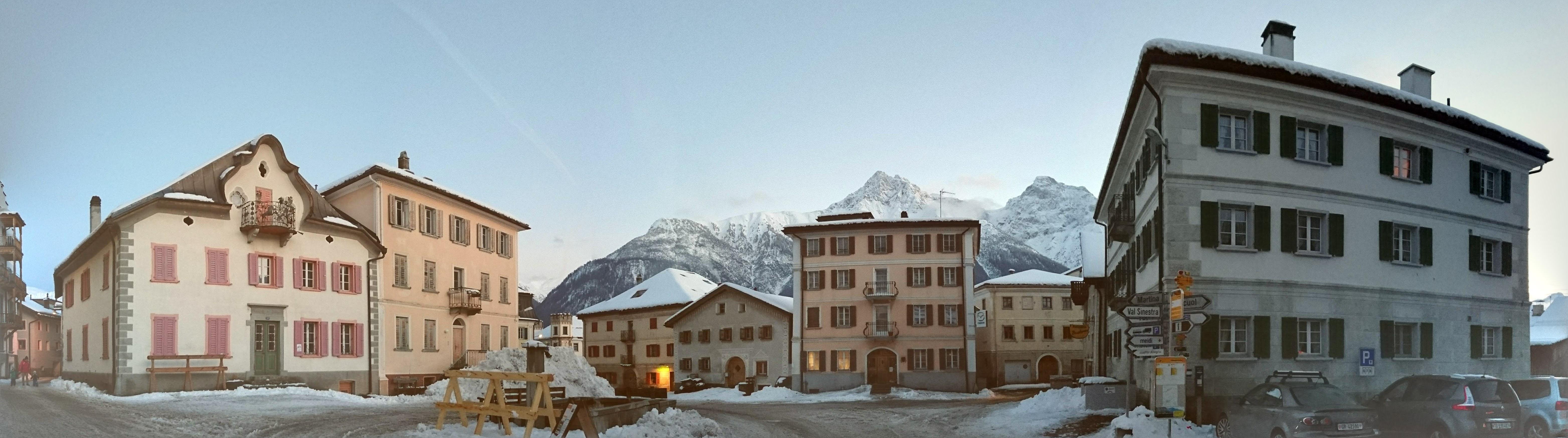 Dorfplatz verschneit