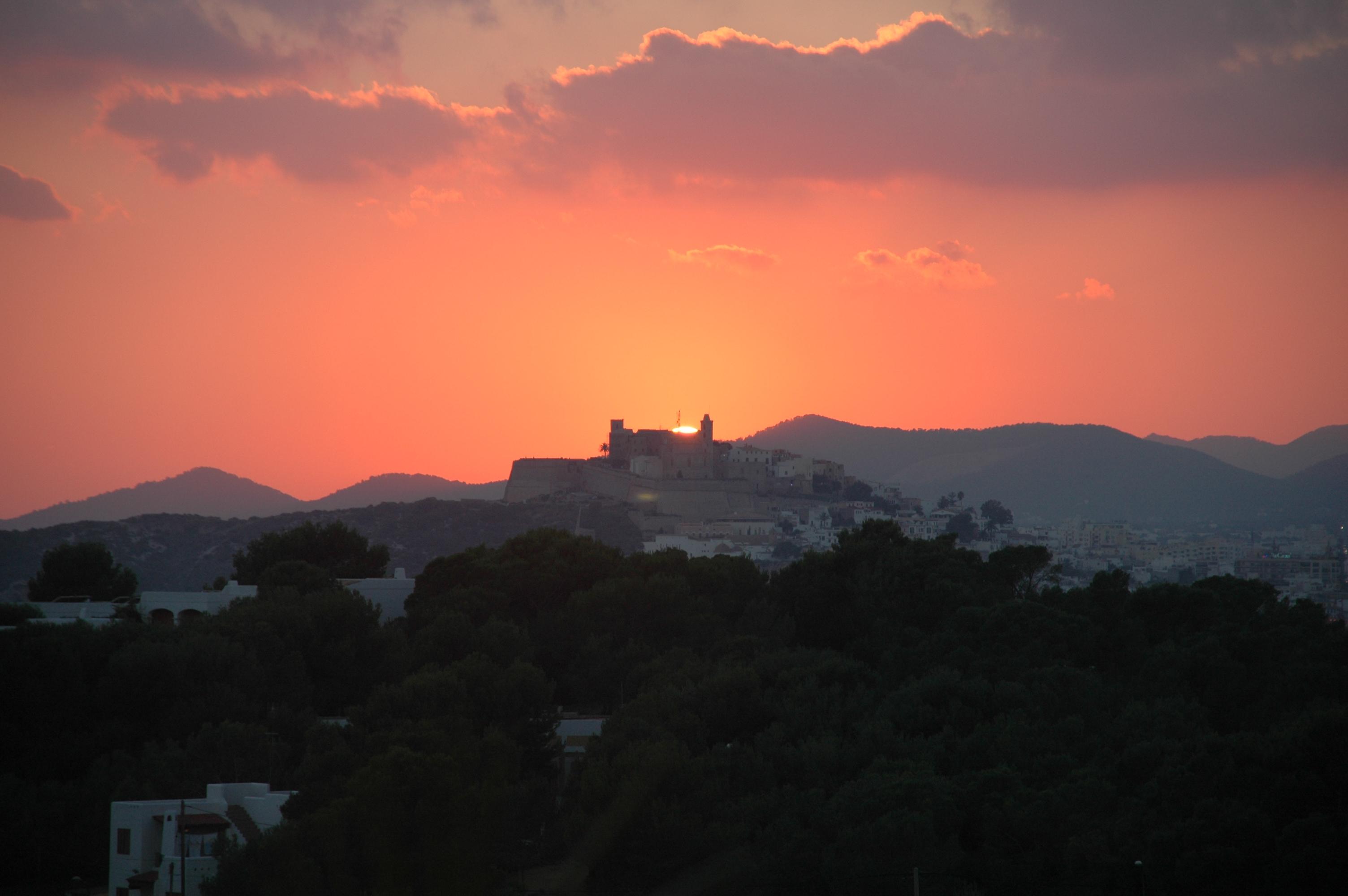 CanHedone_17-SunsetDaltVilla.JPG
