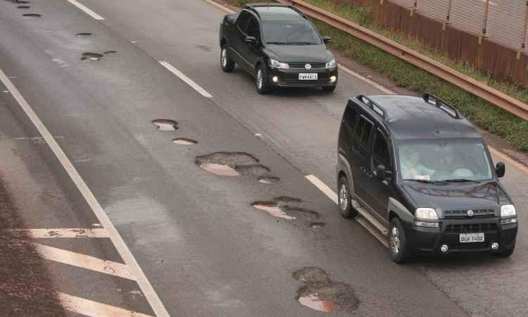 Estradas esburacadas