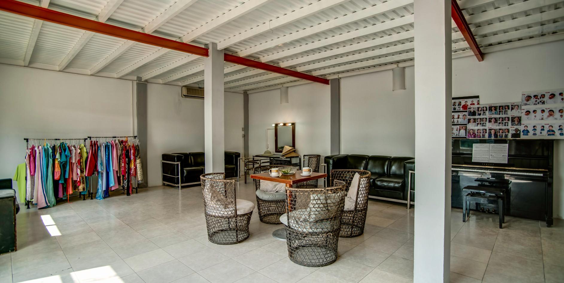 Studio A - Lounge