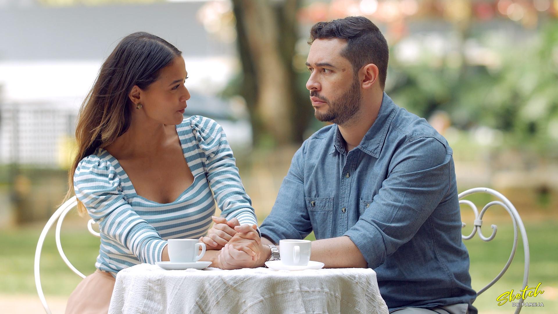 Sketch de pareja cafe