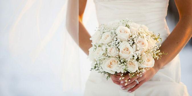 bouquet-mariage-mains-femme.jpg