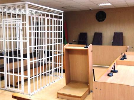 Правительство отказалось убирать клетки из судов. Но предложило пускать внутрь клетки адвокатов
