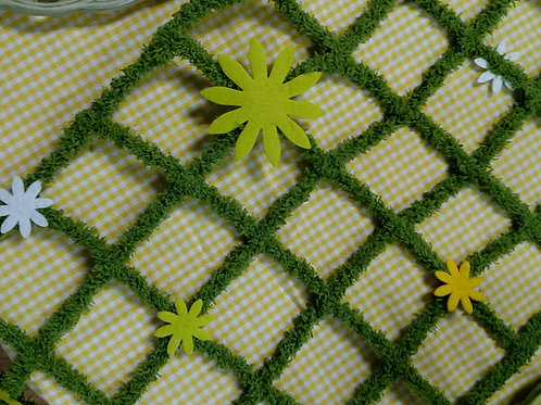Table Runner Flocked Wire with Flowers