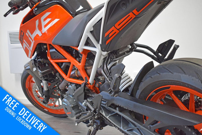 Used KTM Duke 390 for sale northampton bike sanctuary left srear.jpg